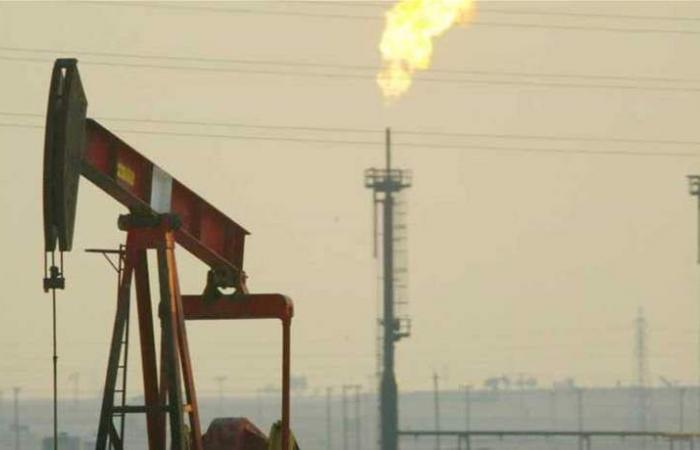 صعود كبير لسعر النفط مع خفض الإمدادات