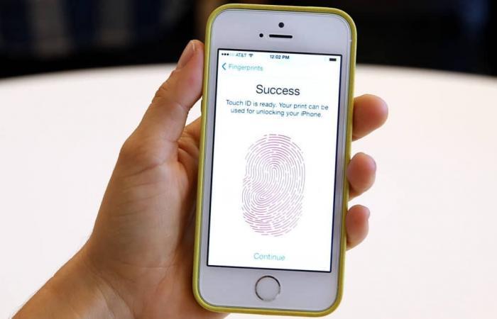 حكم قضائي يمنع الشرطة من إجبارك على فتح هاتفك