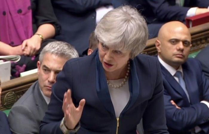 زعيم المعارضة البريطانية يدعو إلى حجب الثقة عن حكومة ماي