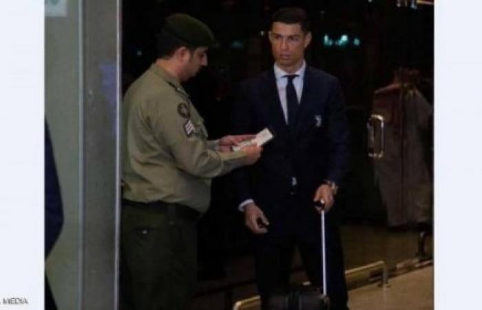 قصة صورة رونالدو ومسؤول الجوازات السعودي