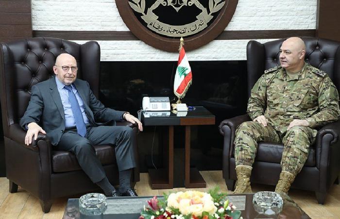 قائد الجيش بحث مع سفير الأوروغواي مجالات التعاون
