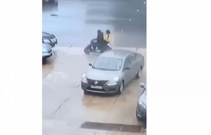 """بالفيديو: عمليّة سرقة """"خاطفة"""" في ضبيه"""