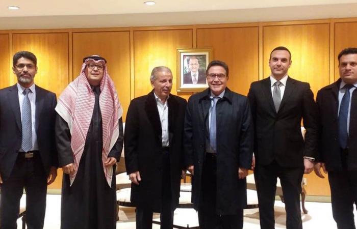 وزير الشؤون الإفريقية السعودي يصل بيروت للمشاركة في القمة