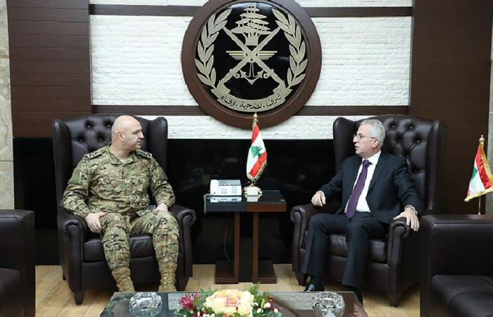 قائد الجيش ومدير عام الدفاع المدني عرضا سبل التعاون