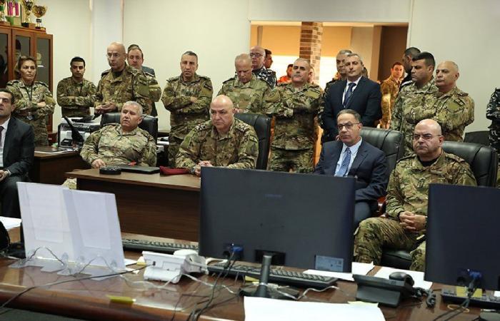 """قائد الجيش تفقد غرفة عمليات """"القمة"""""""