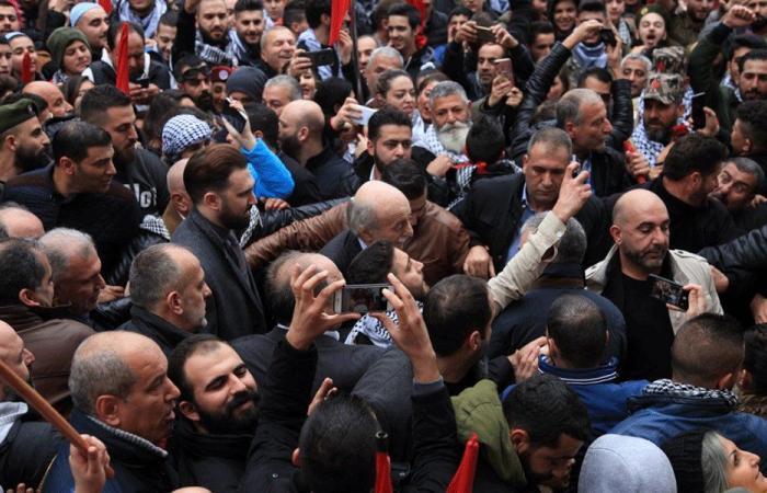 """انقسامات بين دروز لبنان… وجنبلاط يعتبر التصعيد """"رسالة سورية"""""""