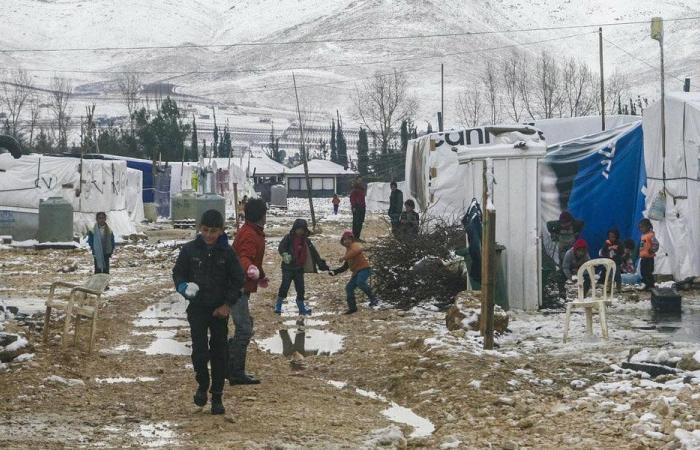 "لاجئون سوريون في لبنان يختبرون ""أسوأ شتاء"""