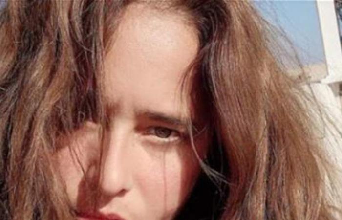 نيللي كريم بلا مكياج.. بالمايوه (صورة)