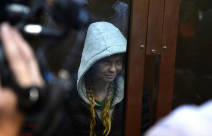 تمديد احتجاز عارضة بيلاروسية زعمت امتلاكها دليلا على تواطؤ بين موسكو وترمب