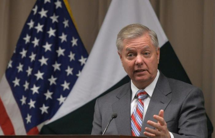 سناتور أميركي يدعو للقاء بين ترمب وعمران خان بشأن الملف الأفغاني