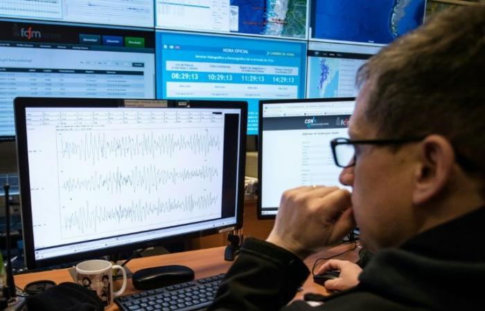 زلزال بقوة 6,7 درجات يهز تشيلي ووفاة شخصين بنوبة قلبية