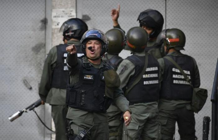 الجيش الفنزويلي يعلن اعتقال عسكريين متمردين
