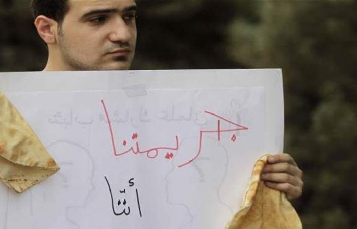 اقتصاد لبنان المتعثّر بالأرقام: الطبقة الوسطى تختنق.. وقروض بالمليارات!