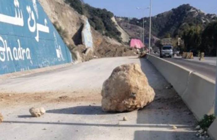 تدحرج صخرة على أوتوستراد شكا – البترون