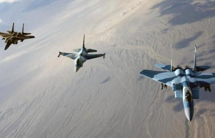 سوريا | التحالف يقصف 10 انتحاريين من داعش في حقل نفطي سوري