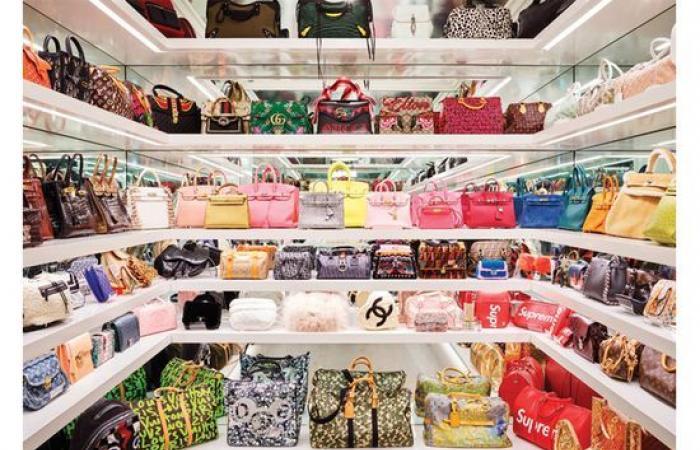 كايلي جينر تملك عددا هائلا من الحقائب.. هذا سعرها!