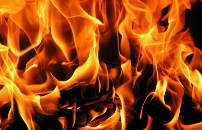 حريق في محل للادوات الكهربائية في دورس