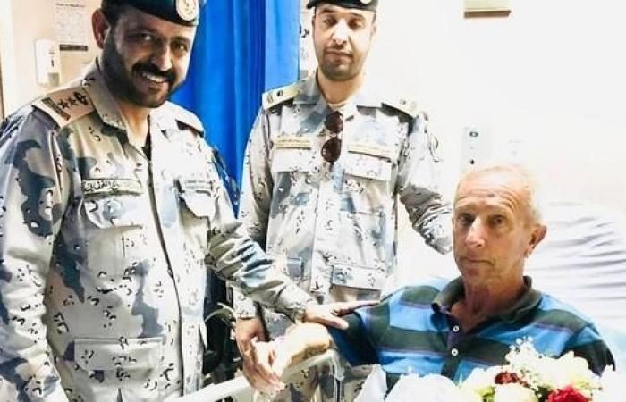 الخليح | البحرية السعودية تنقذ بحاراً فرنسياً على قارب شراعي