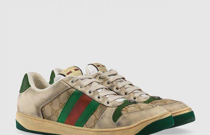 """بالصور: حذاء """"غوتشي"""" يُثير ضجة… """"قديم ومتّسخ!"""""""