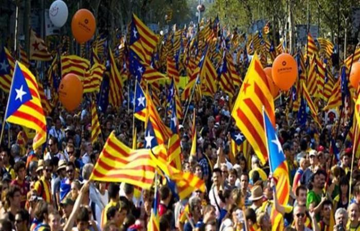 200 ألف متظاهر في برشلونة احتجاجا على محاكمة الإنفصاليين