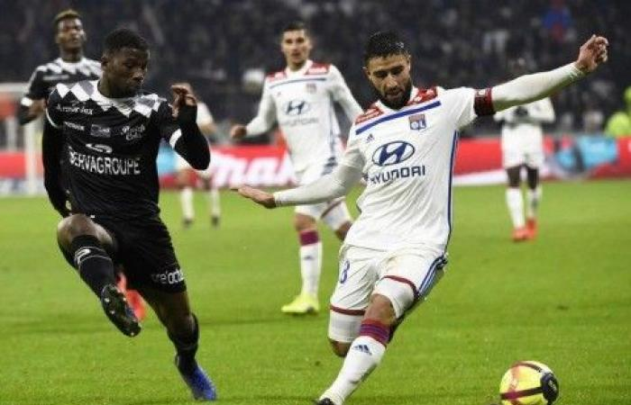 ليون يستعيد توازنه في الدوري الفرنسي قبل استضافة برشلونة