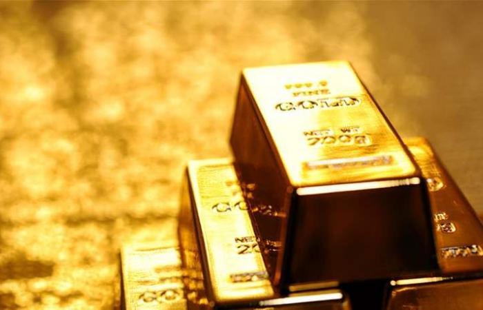 الذهب يظل قرب ذروة 10 أشهر