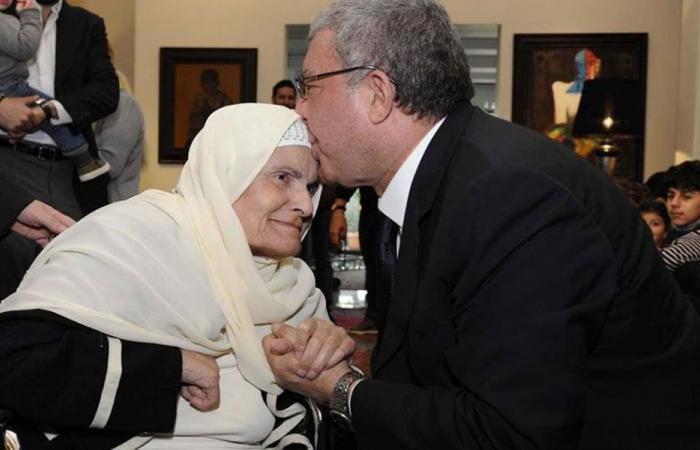 المشنوق مودعا والدته: أعتذر أنني قصرت مرتين