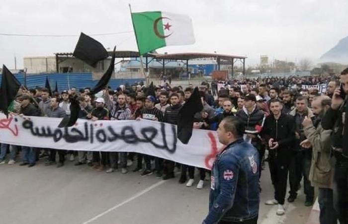 الجزائر تترقب.. ظهور نادر لبوتفليقة وتشويش على الانترنت