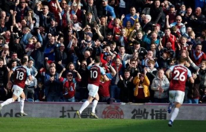 بيرنلي يوقف انتصارات توتنهام في الدوري الإنكليزي