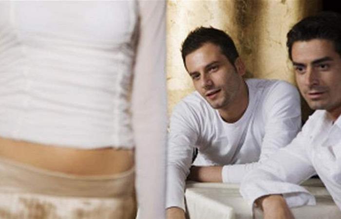 دراسة لافتة.. ماذا تفعل ملابس المرأة المثيرة في الرجل؟