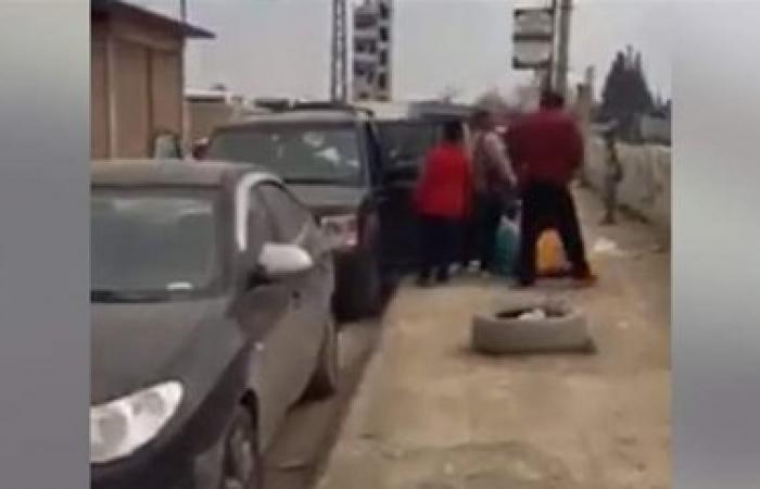 سيارات لبنانية تتعرض للتكسير في محيط مقام السيدة زينب في سوريا (فيديو)