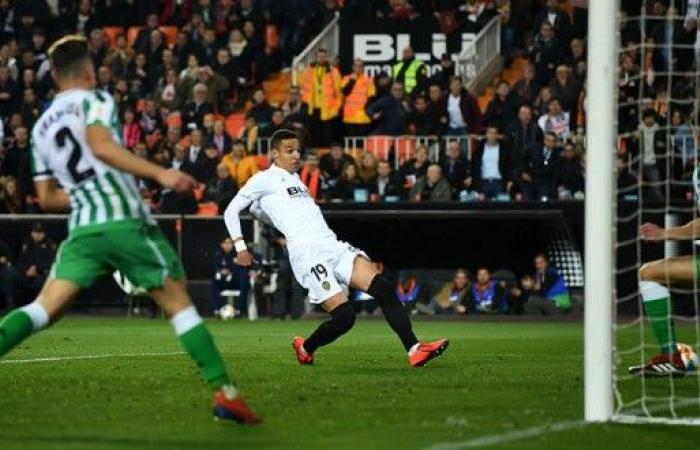 فالنسيا يتخطى بيتيس وينازل برشلونة على لقب الكأس