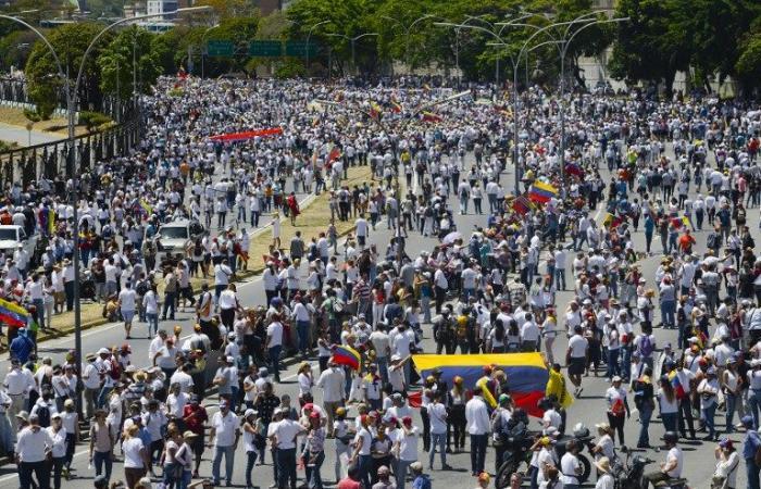 غوايدو يدعو الى التظاهر الإثنين لمواكبة عودته الى فنزويلا