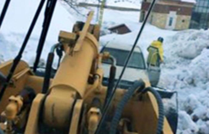 إنقاذ عائلة علقت في الثلوج على طريق كفردبيان