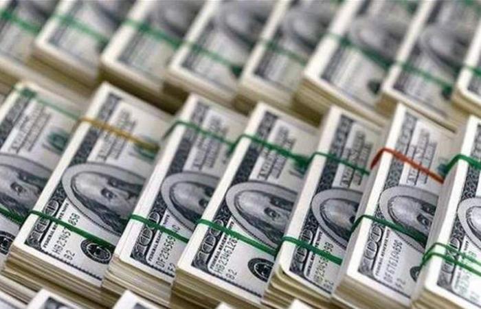 الدولار يعزز مكاسبه مع انحسار التقلبات