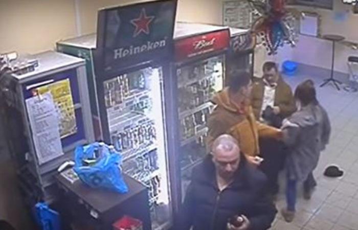 امرأة روسية تلقن رجلا عنيفا درساً! (بالفيديو)
