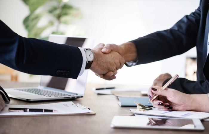5 تطبيقات لمسؤولي المبيعات لإدارة علاقات العملاء بكفاءة