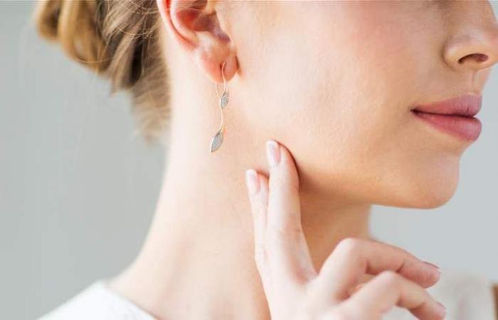 وصفة سحرية.. هكذا تتخلصين من ألم أذنيك بسبب الأقراط