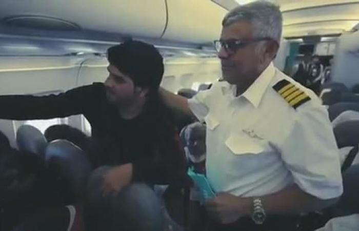الخليح   فيديو.. مفاجأة مؤثرة لطيار سعودي بآخر رحلة قبل التقاعد