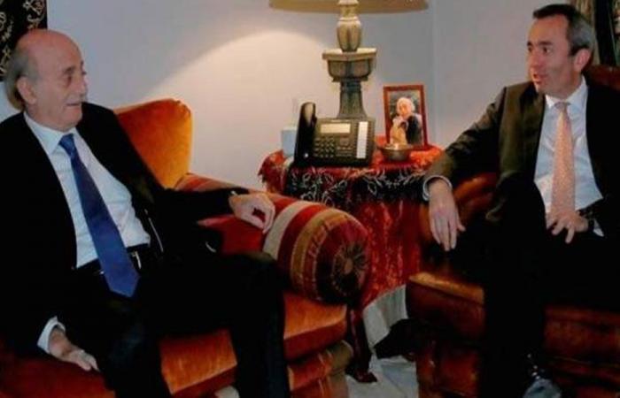 جنبلاط عرض التطورات مع السفير البريطاني