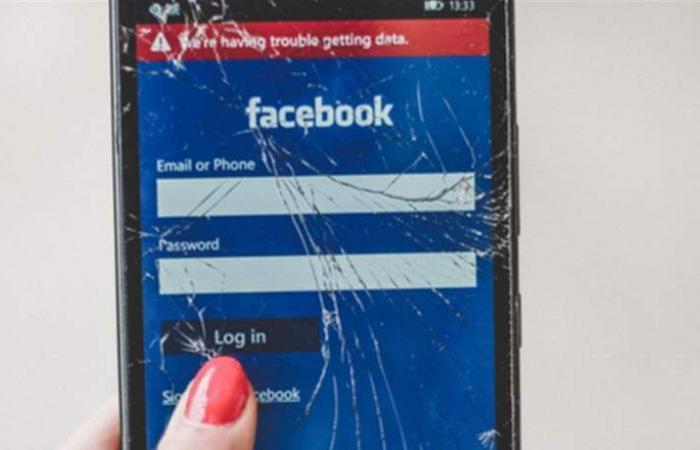 صور فاضحة وتحرّش.. هذا ما تتعرّض له 57% من النساء على فيسبوك!