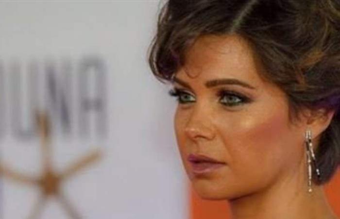 ممثلة عربية شهيرة تتحدث لأول مرة عن معاناة ابنتها!