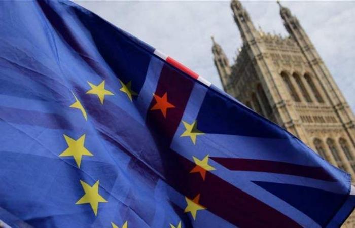 بريطانيا تتوصل لإتفاق مبدئي بشأن الرسوم الجمركية في حالة الإنفصال