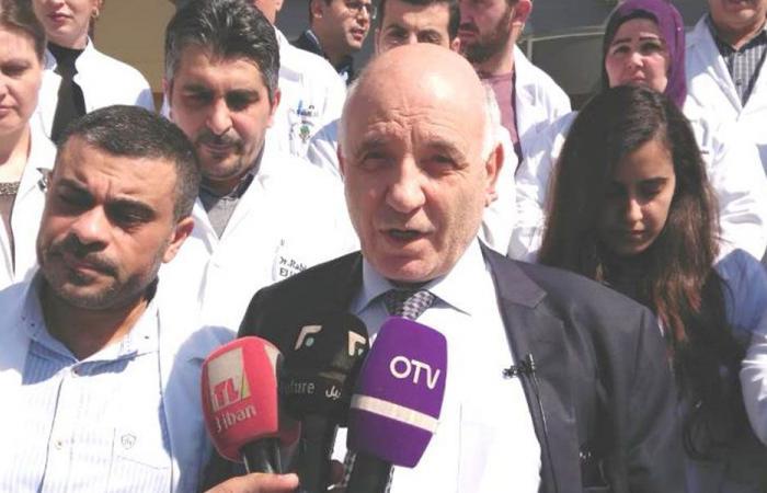 وقفة تضامنية مع الطبيب أبو شامي أمام مستشفى دار الأمل الجامعي