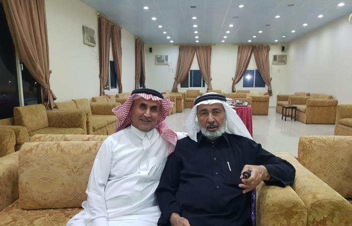 الخليح | شاهد..معلم أردني يعود للسعودية ويلتقي طلابه بعد 25 عاما