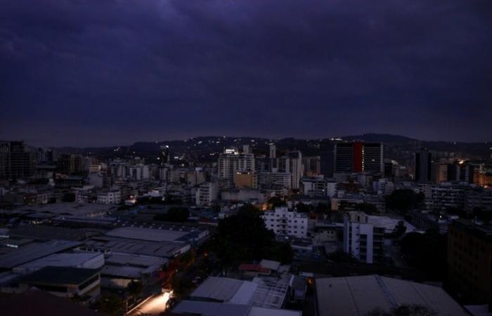 تعليق العمل والدراسة في فنزويلا بسبب عطل كبير في الكهرباء