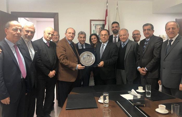 بطيش عرض الأوضاع الاقتصادية مع اتحاد موظفي المصارف
