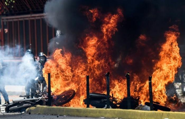 """الإتحاد الأوروبي يعارض أي """"تطور عسكري"""" في فنزويلا"""