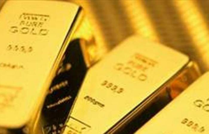 الذهب يصعد مع هبوط الدولار أمام الاسترليني