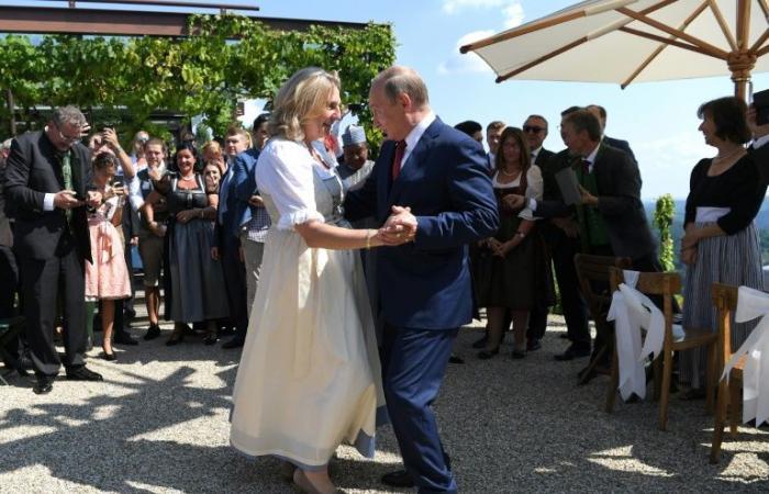 """وزيرة الخارجية النمساوية تدعو الى """"علاقات قوية"""" مع موسكو"""